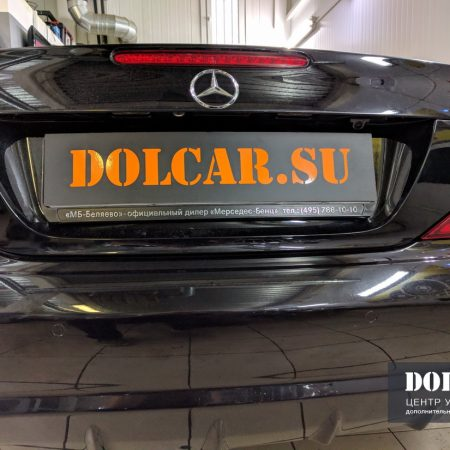 Mercedes r230. Ремонт дисплея, установка медиа-интерфейса UCI и камеры заднего вида
