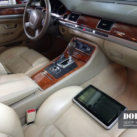 Audi A8. Установка мониторов на спинки сидений